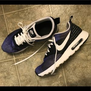 Nike Shoes - Nike Air Max hardly worn (size 8)